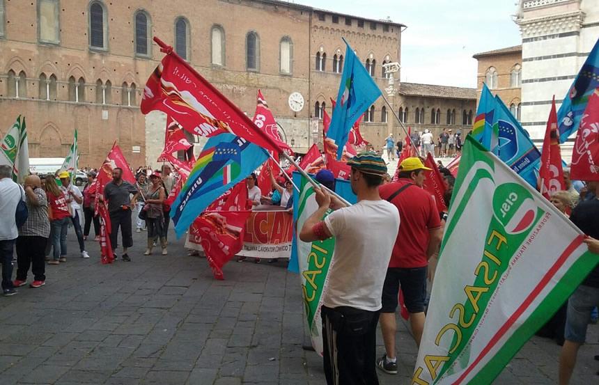 Lavoratori pulizie, mense e agenzie viaggio: previsto sit-in davanti alla Prefettura